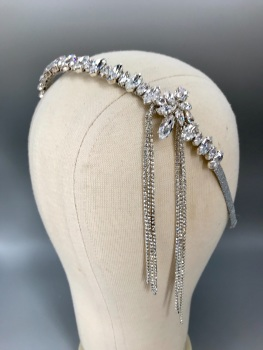 Silver Preciosa Hollywood forehead headband.