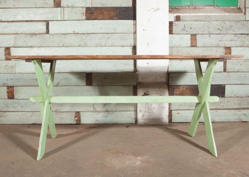 Criss cross table