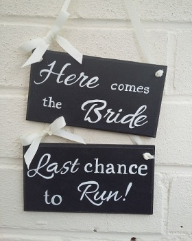 Wedding Here Comes The Bride Signs Plaques