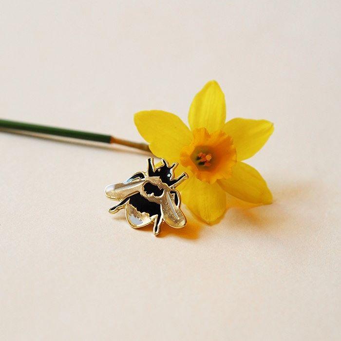 Bumblebee Pin