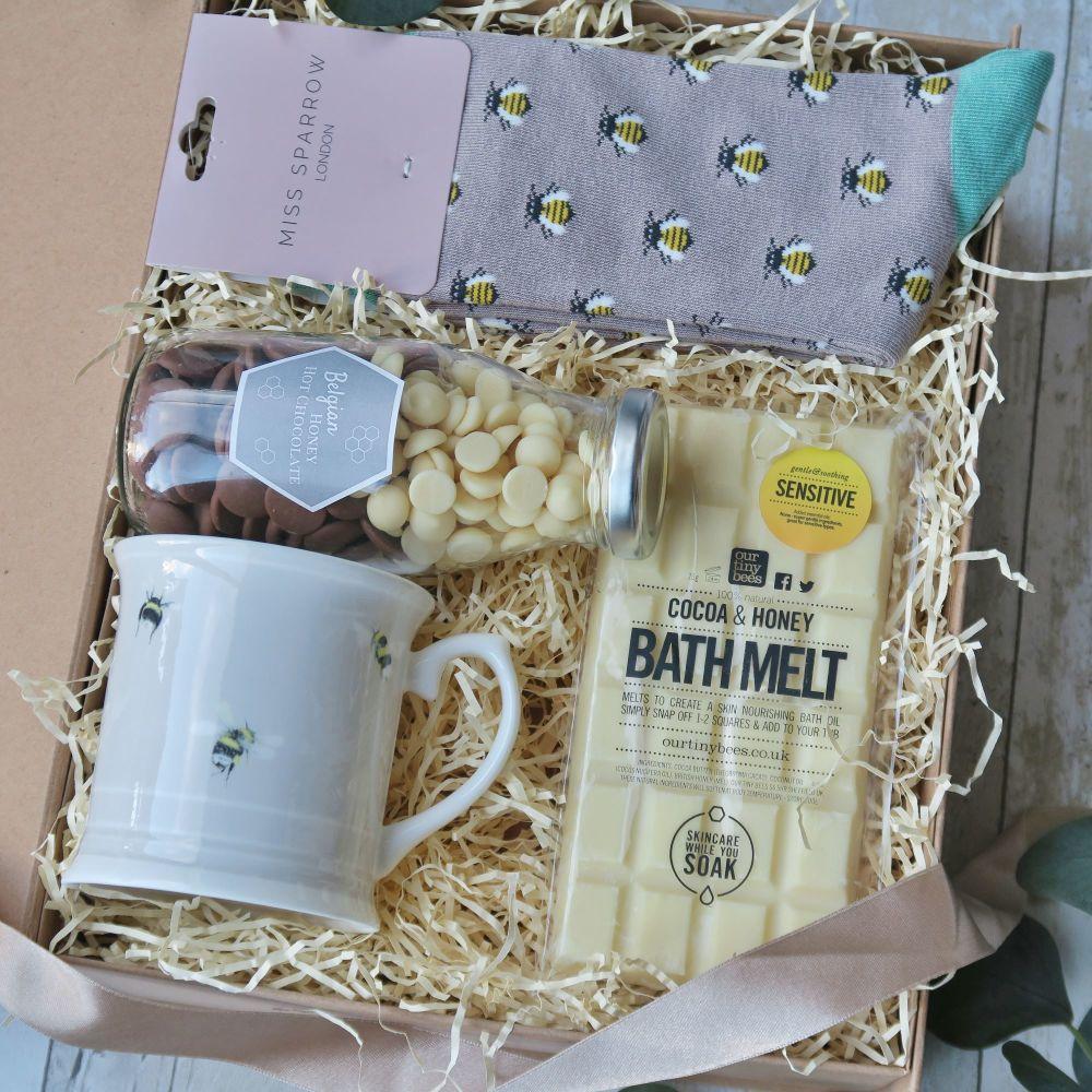 Cosy Bee Christmas Gift Box