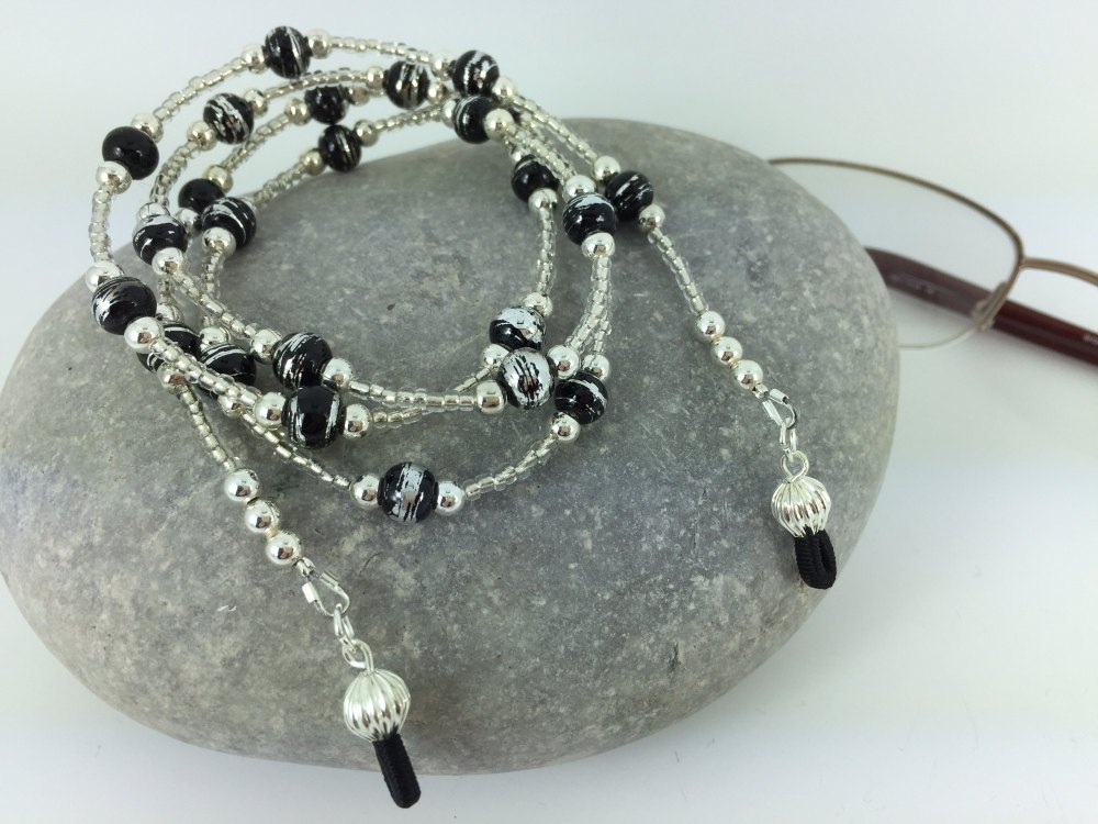 Stylish Silver & Black Drawbench Glass Bead Glasses Chain