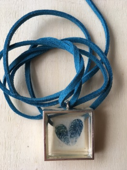 Mussel shell etching cast necklace