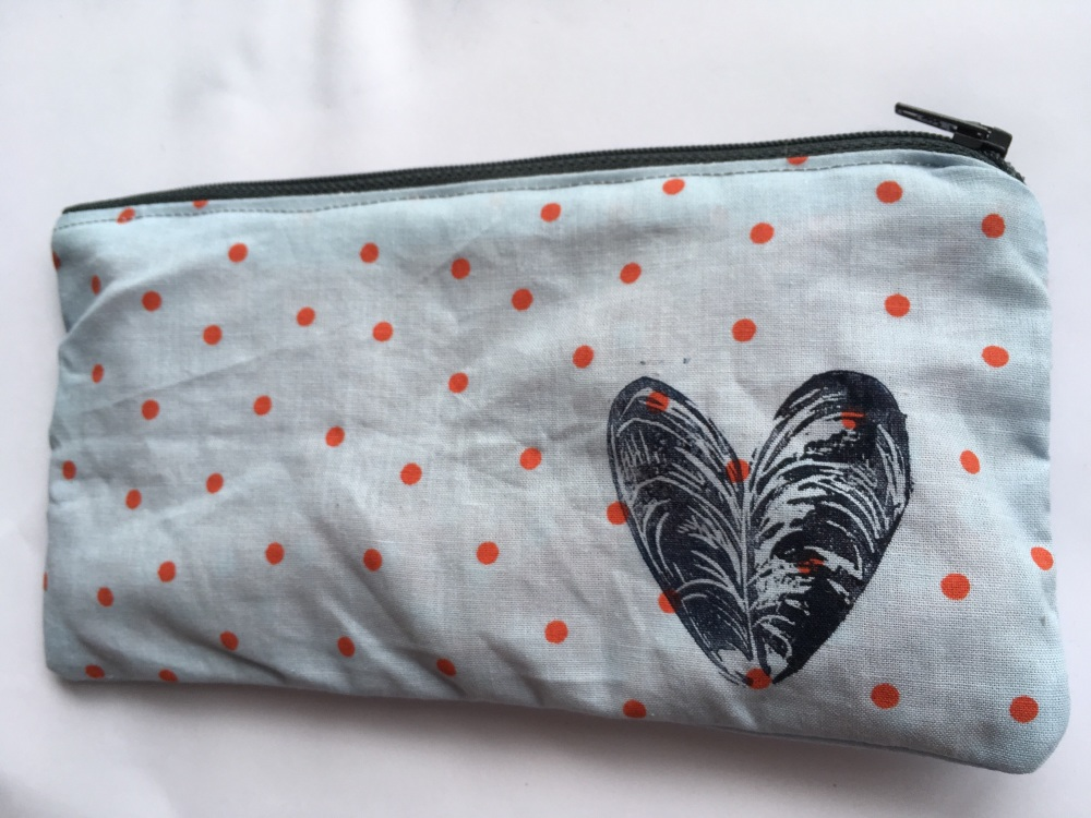 Mussel shell cotton pencil case