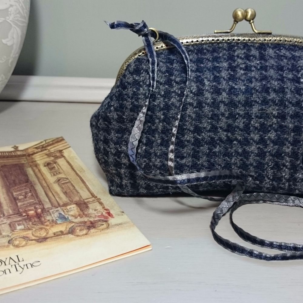 <!-- 007 -->melrose and mandie clutch