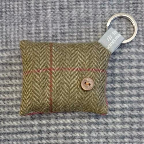 31. wool key ring / bag charm