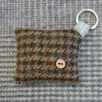 41. wool key ring / bag charm