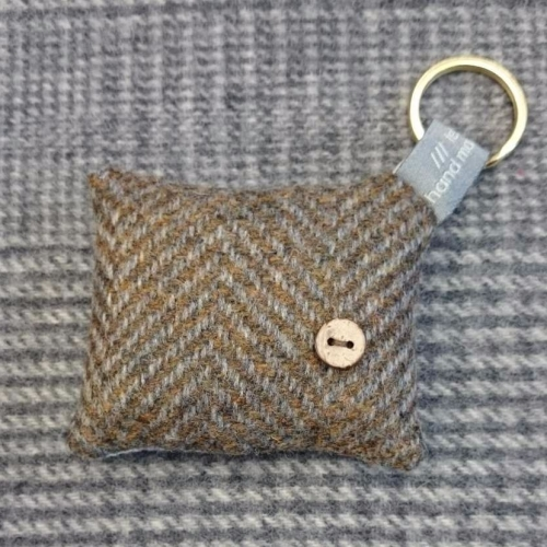49. wool key ring / bag charm