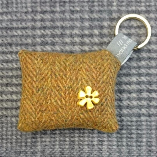58. wool key ring / bag charm