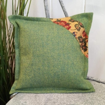 5. mini tweed cushion
