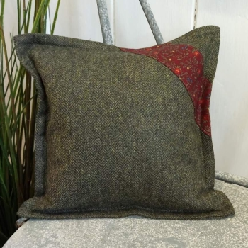 4. mini tweed cushion