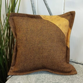 3. mini tweed cushion
