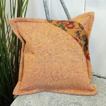 2. mini tweed cushion