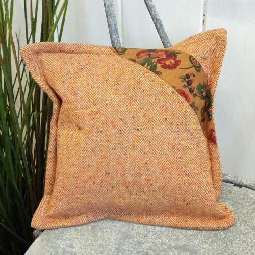 2. mini tweed cushion