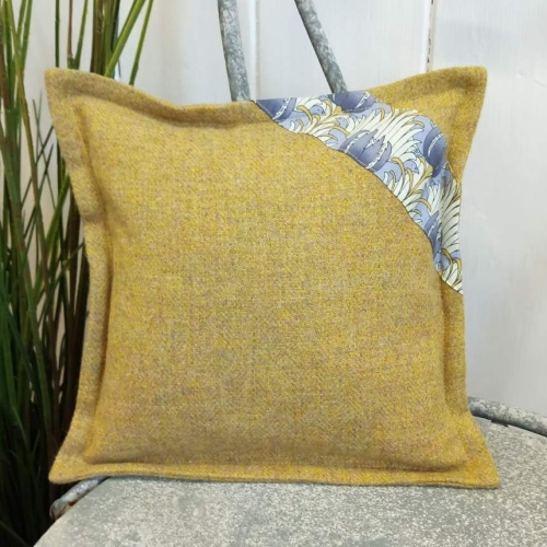 1. mini tweed cushion