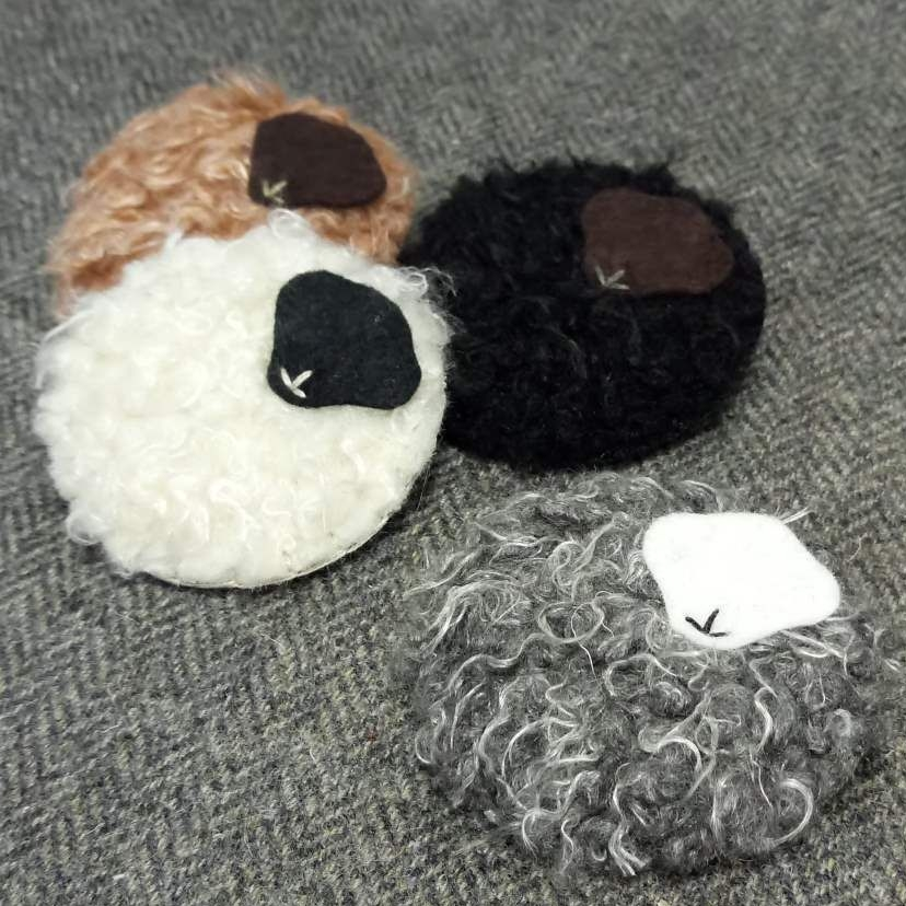 <!-- 006 -->woolly wildlife brooch!