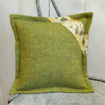 13. mini tweed cushion
