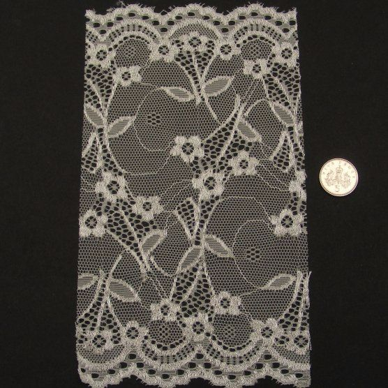 <!--042-->Lace - Ivory Flowers