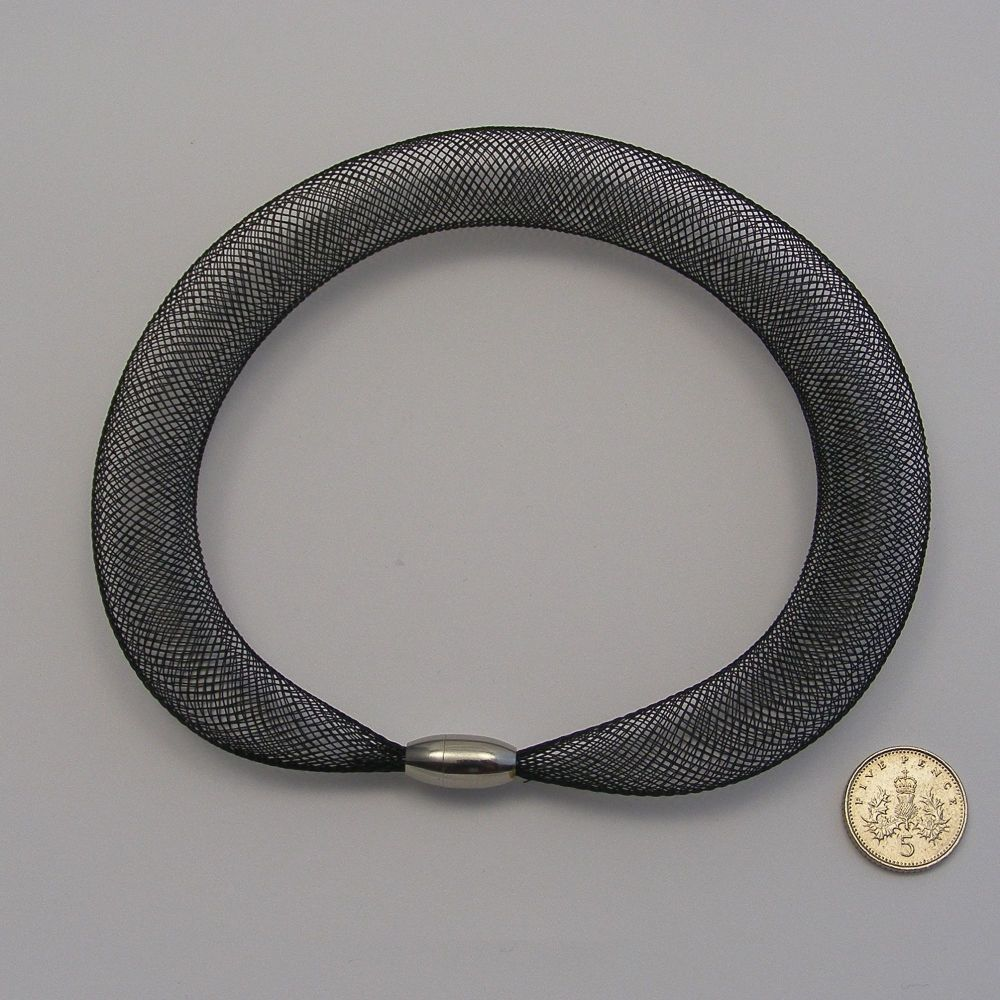 <!--251-->16mm Crin x 1 metre - Black