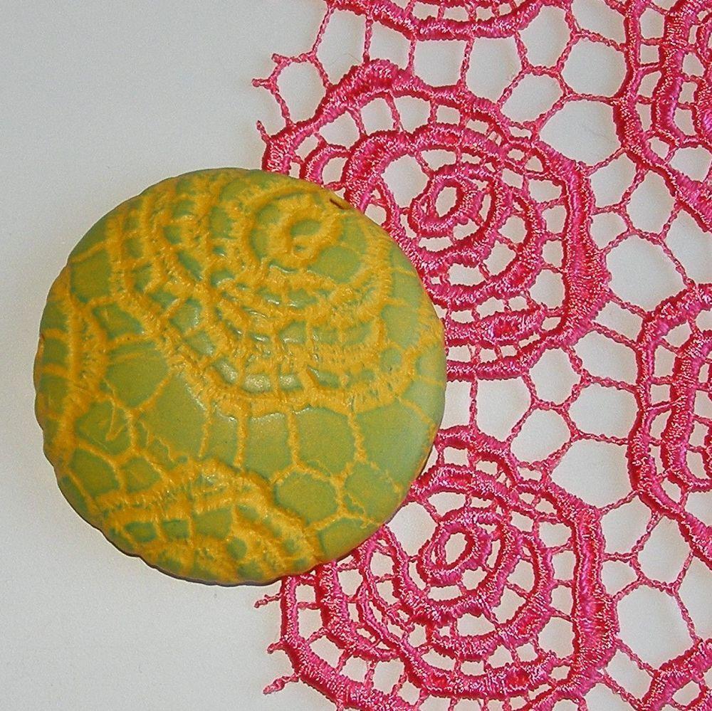 <!--010--> (BL 10) Coral Coils Lace - Bangle Length