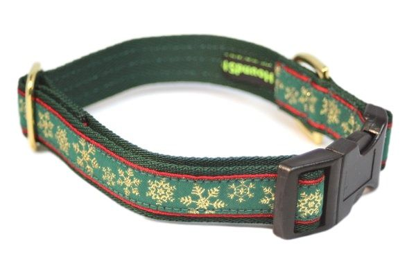 Green Snowflakes - Medium Clip Collar