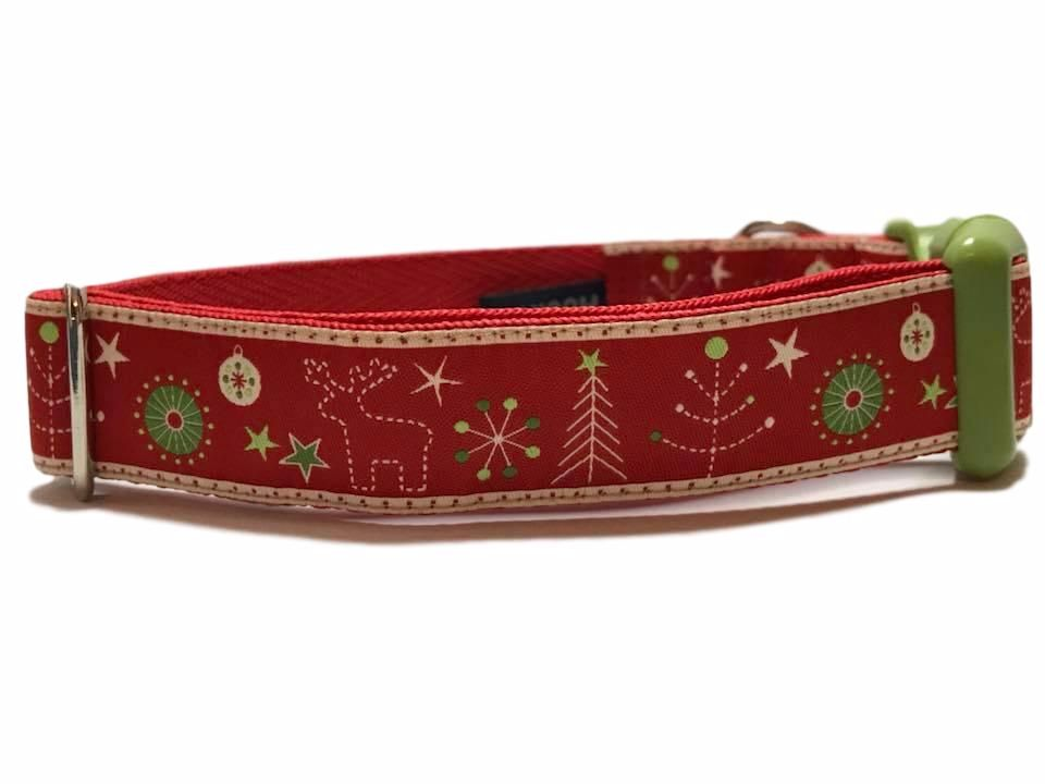 Christmas Market - Medium Clip Collar