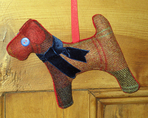 Tweed Terrier Dog - Chestnut