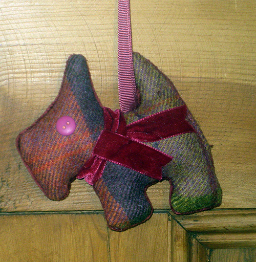 Tweed Scottie Dog - Fruit