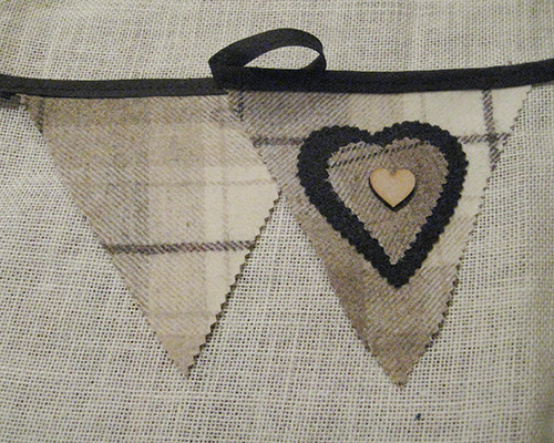 Rustic Heart Bunting - Fudge