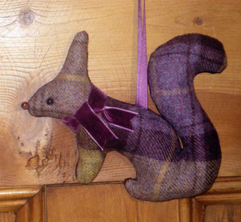 Tweed Squirrel - Blackberry