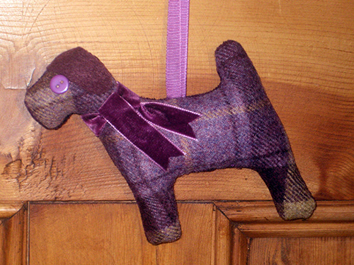 Tweed Terrier Dog - Blackberry
