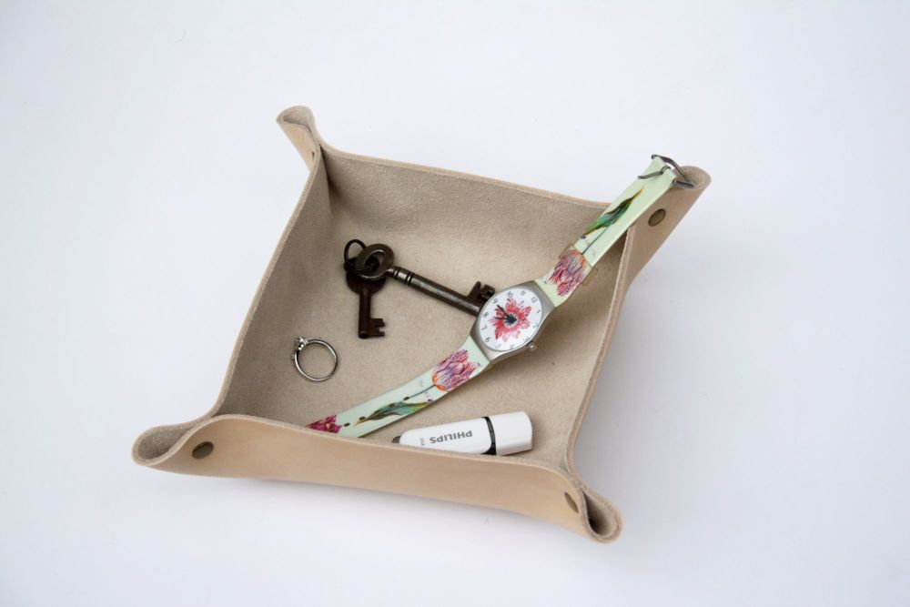 Genuine Handmade Natural Cream Leather Coin / Valet Tray - Personalised Gif