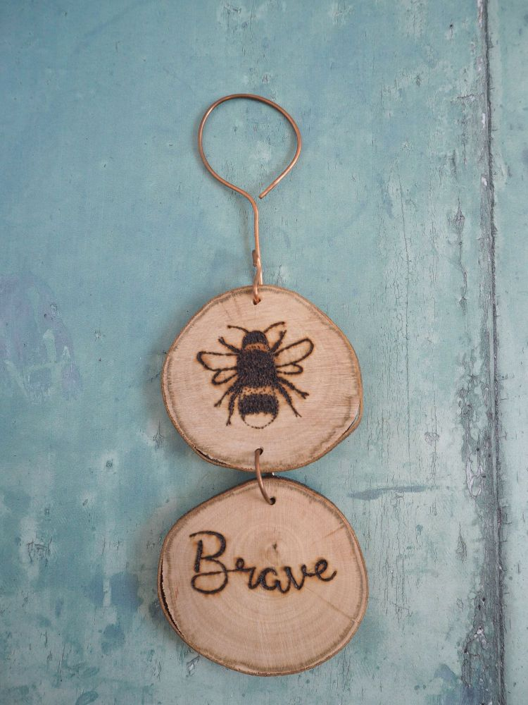 Hanging Wood Slice & Copper Bee Brave Wall Decoration