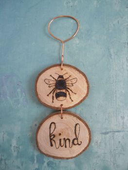 Hanging Wood Slice & Copper Bee Kind Wall Decoration