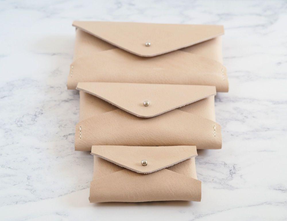 Multiple Sizes - Minimalist Folded Pouch Tan & Cream