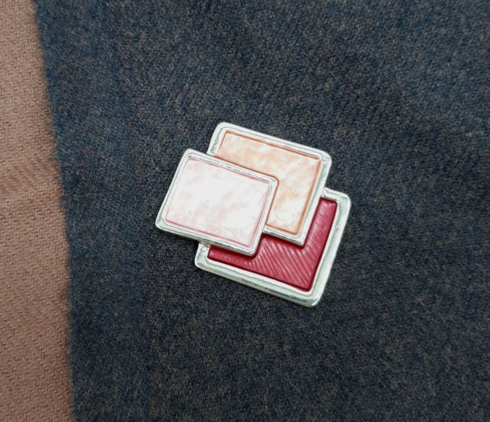 The Pretty Pash Co. Pashmina Magnet - Red Squares