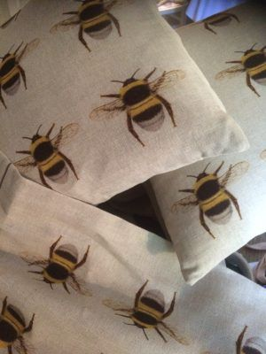 LINEN BEE CUSHION - ALL OVER