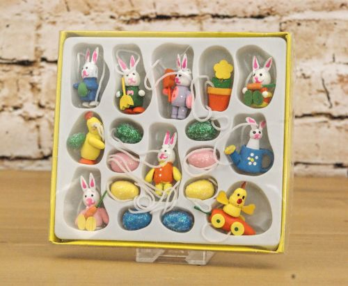 Gisela Graham Assorted Box of 18 Mini Wooden Easter Decorations