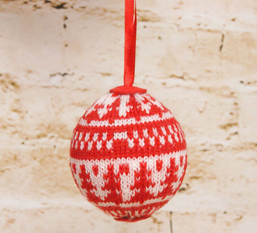 Gisela Graham Red and White Knitted Ball Decoration