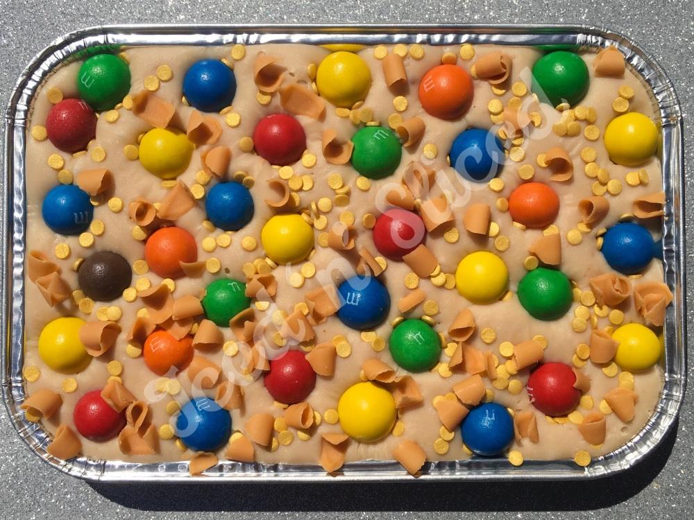 Caramel m&m fudge tray