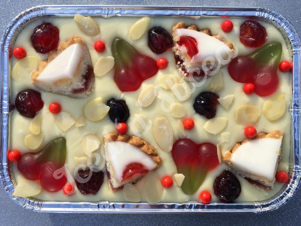 Cherry Bakewell fudge tray