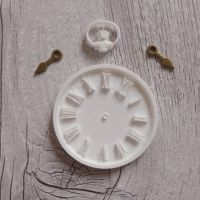White Resin Clock & Bronze Hands (R7002)