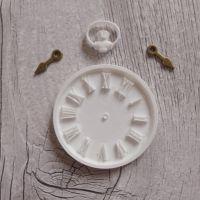 White Resin Clock & Bronze Hands (R7002)