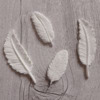 White Resin Feathers (R7005)
