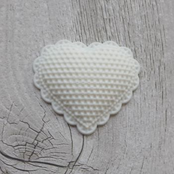 White Resin Lacey Hearts (R7009)