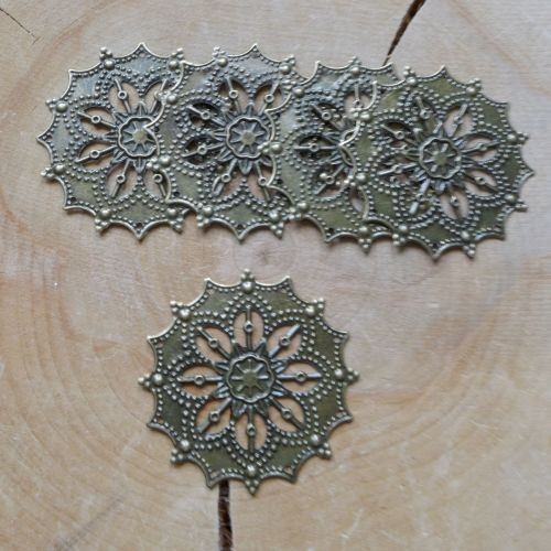 Flower Filigree Circles (C128)