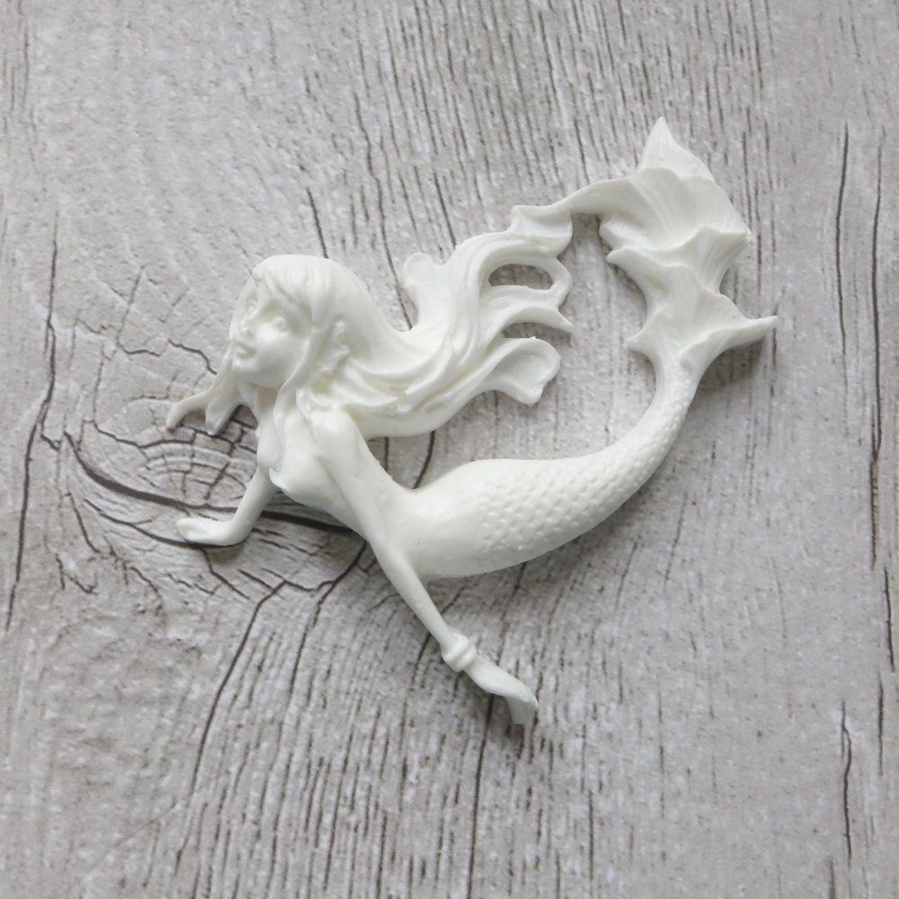 White Resin Mermaid (R7037)