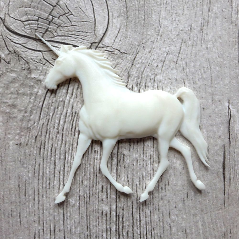 White Resin Unicorn (R7050)