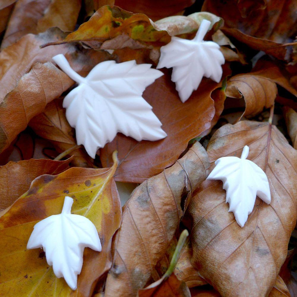 White Resin Maple Leaves (R7042)