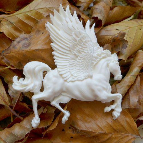 White Resin Pegasus Horse (R7044)